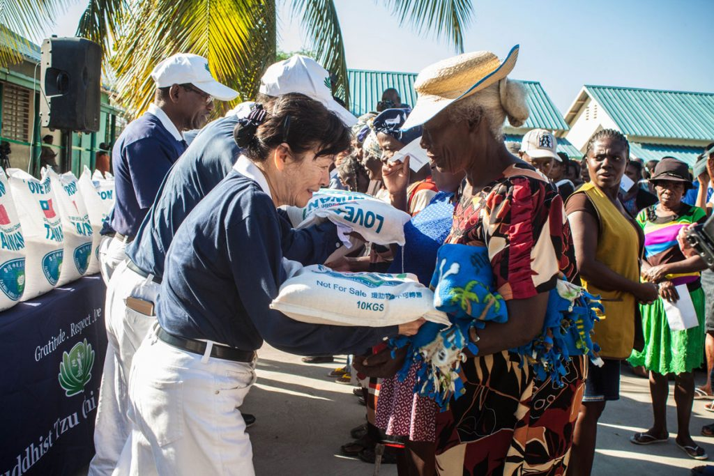 tzu chi in Haiti for rice distribution