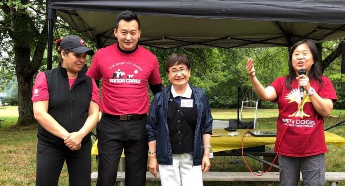 黃淑琴 (右) 是Open Doors for Multicultural Families 慈善組織的創辦人。攝影/陳衍碩