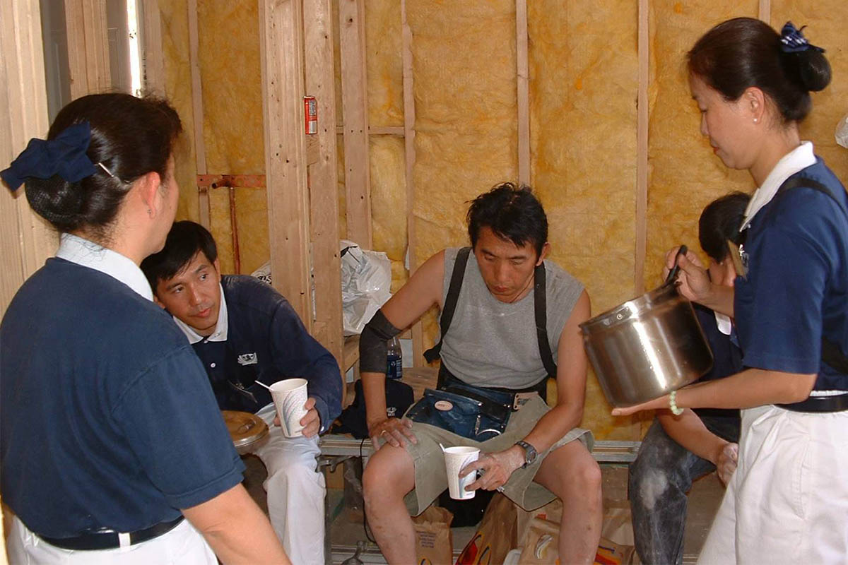 Some volunteers are in charge of preparing cold drinks, vegetarian meals, and desserts for the construction crew.
