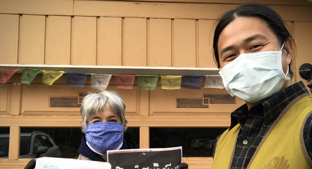 街友權益倡議非營利組織接收50 只口罩。